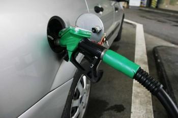 İngiltere'de benzin fiyatı rekor seviyeye yükseldi