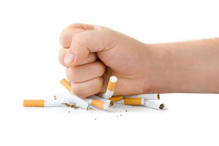 İngiltere'de sigarayı bırakanlara 5 bin pound para ödülü verilecek