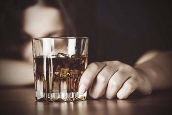 Koronavirüs salgını nedeniyle 'İngiltere'de alkol bağımlılığı arttı'
