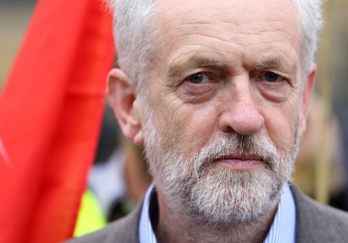 Corbyn'e güven oyu şoku