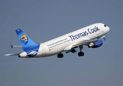 Irkçı İngiliz yolcular uçaktan atıldı