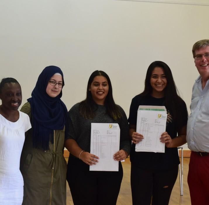 Türk öğrenciler GCSE sınavlarında fark yaratmaya devam ediyor