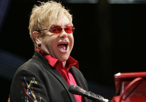 Elton John, kalçasını incittiği için, 2021 İngiltere ve Avrupa turunu erteledi