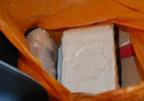 Biri Türk ikisi yabancı uyuşturucu satıcısı yakalandı