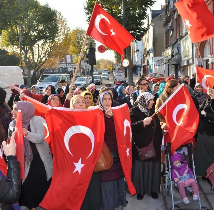UETD UK Diyanet Vakfına yapılan saldırıyı protesto etti