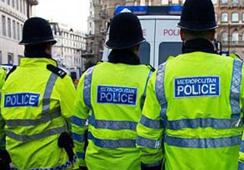 Irkçılıkla suçlanan 5 polis hakkında soruşturma başlatıldı