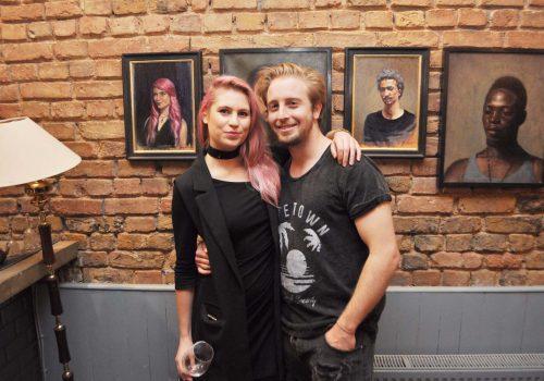 Jacoues Viljoen resimlerini  Most Art Cafe'de sergiliyor