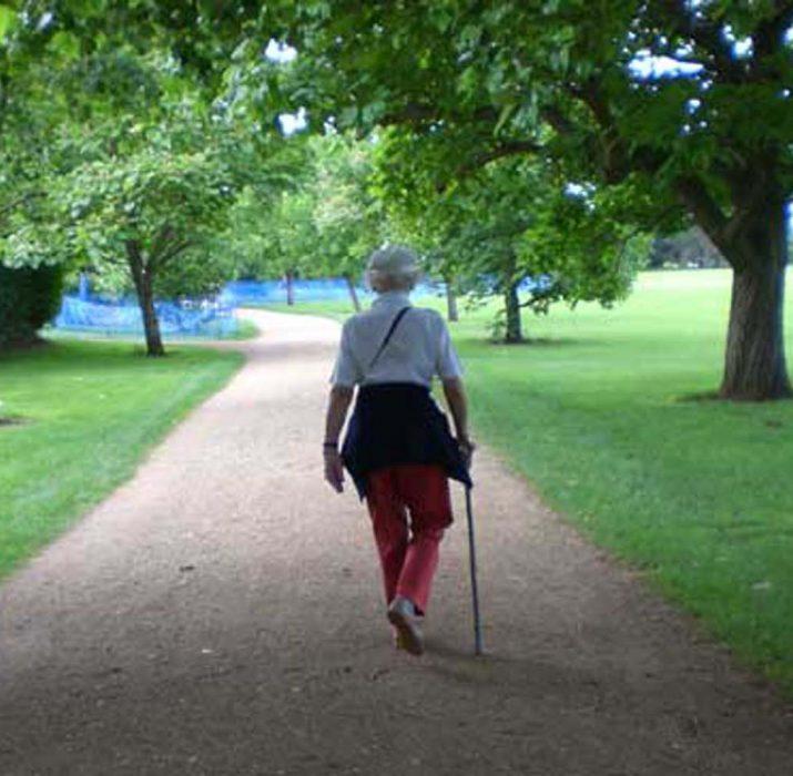Haftada 3 kez bir saat yürümek bunamaya iyi gelebilir