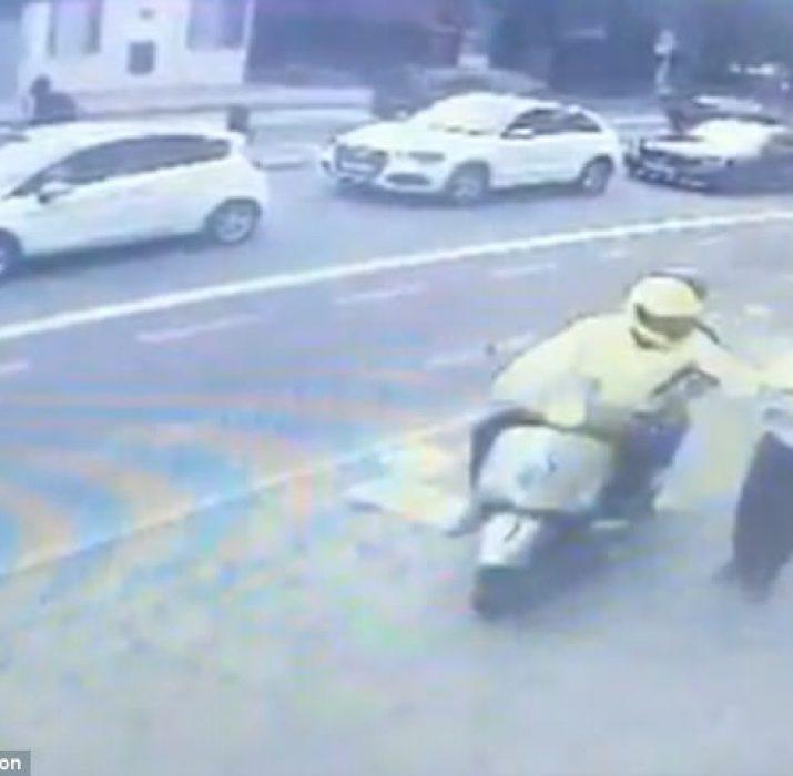 Tottenham'da motosikletli hırsızlara dikkat