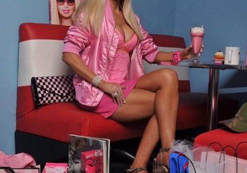 Barbie bebeğe benzemek için servet harcıyor