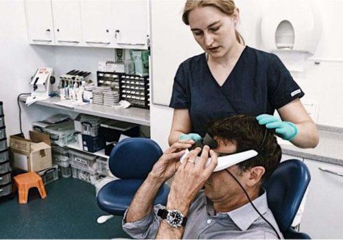 Diş ameliyatları sanal gerçeklik gözlükleriyle daha konforlu olacak