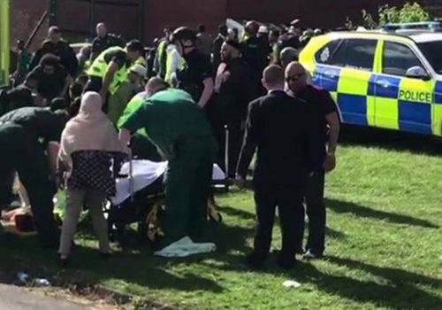 Bir araç bayramlaşanlara çarptı, altı kişi yaralandı