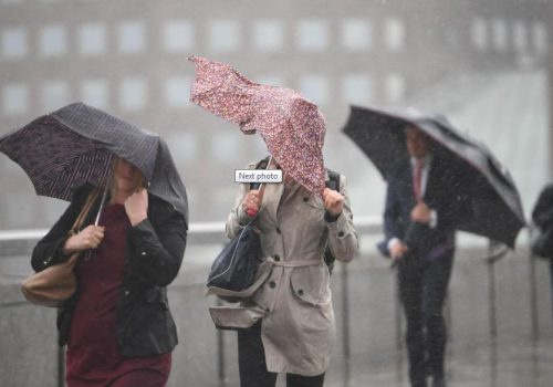 Londra'da aşırı yağış ve fırtına sonucu hayat durdu