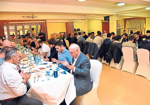 Aziziye Mosque throws Iftar for Turkish students in UK