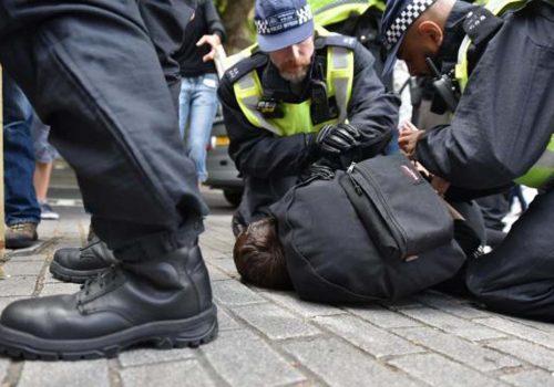 Londra'da İslam ile Faşizm karşıtlarından eş zamanlı gösteri