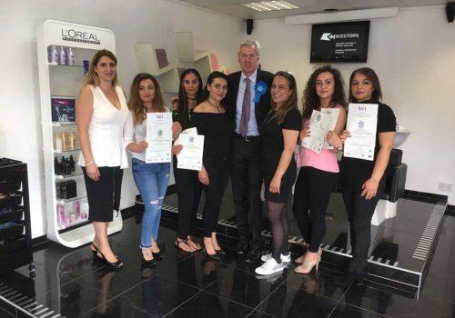 Nick de Bois Türk kuaförlere sertifikalarını dağıttı
