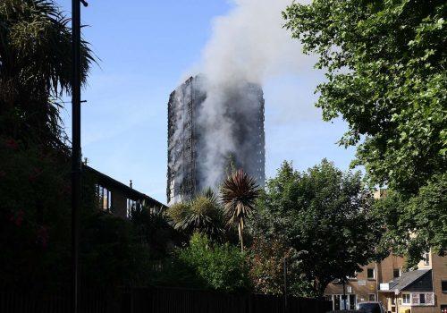 Londra yangınında ölü sayısı 30'a yükseldi
