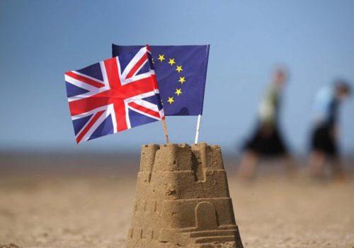 Brexit, İngiliz finans kuruluşlarının Avrupa'ya erişimini engellememeli