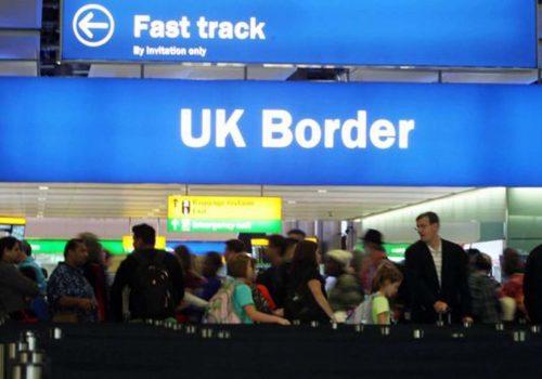 Türkiye'den İngiltere'ye gelen iki kişiye gözaltı