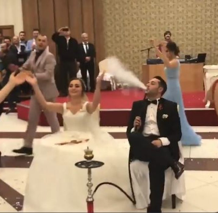 Herkes 'nargileli düğünü' konuşuyor (VIDEO)