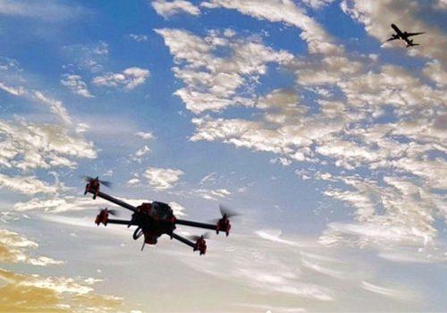 Dronlar, uçakları şaşırttı!