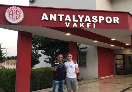 Stephen Akbaş  Antalya'da başladı