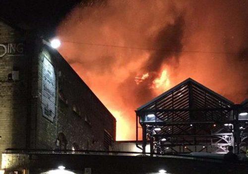 Camden Market'te büyük yangın!