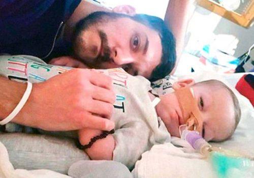 Charlie Gard bebek, hayatını kaybetti