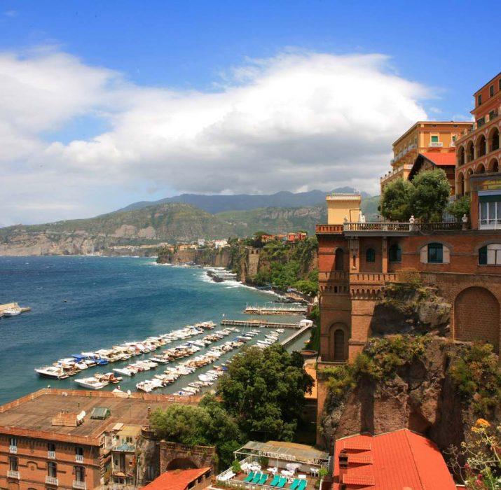 İtalya'da 'Napoli en tehlikeli 11 kentten biri' diyen İngiliz Sun gazetesine tepki