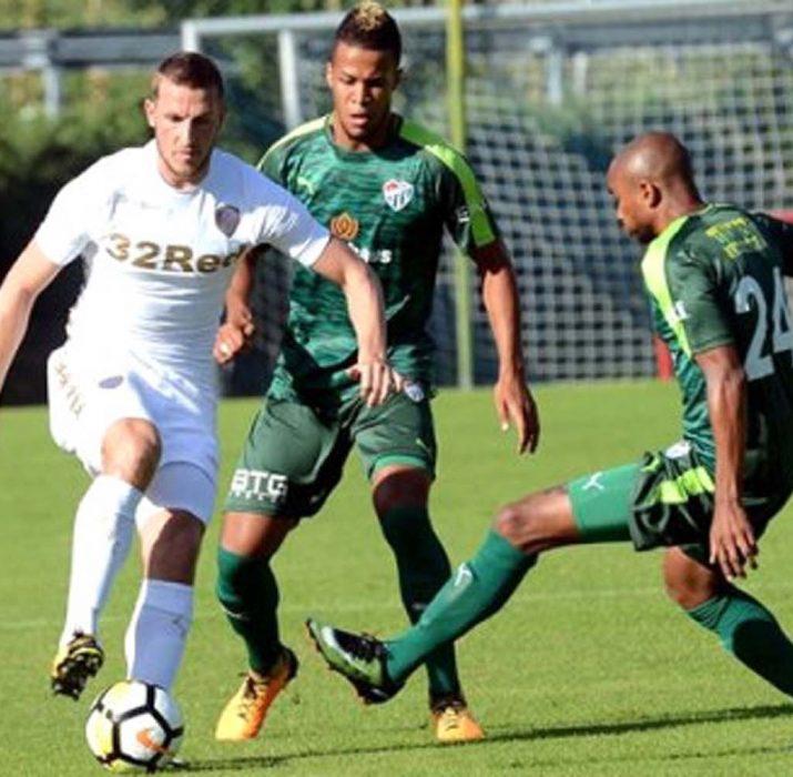 Bursaspor, Leeds United'ı 3-0 yendi