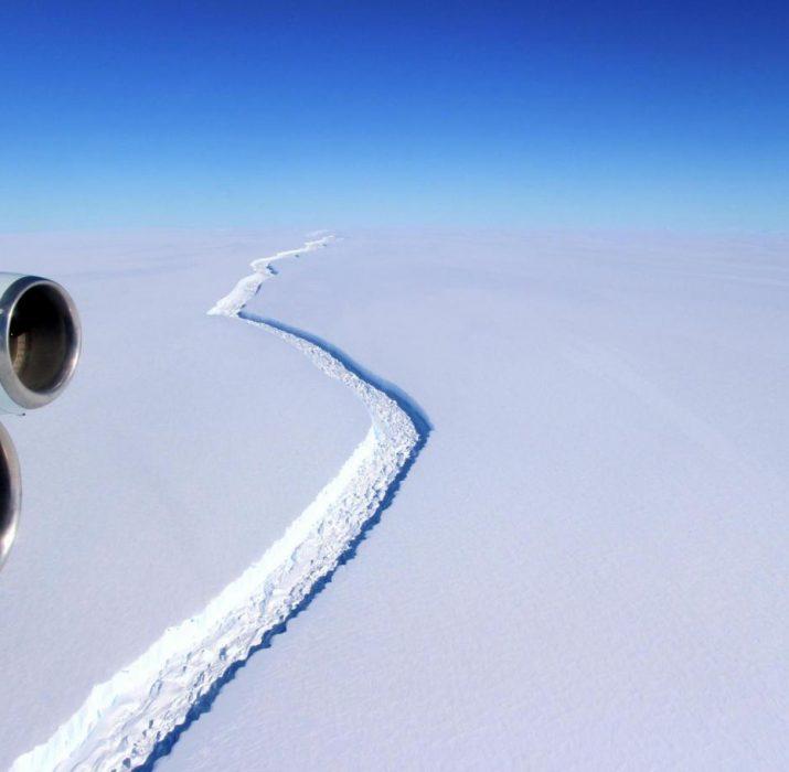 Londra'nın dört katı büyük buzdağı, Antarktika sahillerinden ayrılıyor