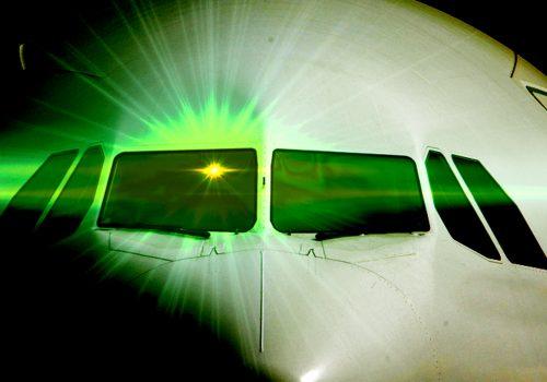 İngiltere'de pilotların korkulu rüyası: Lazer