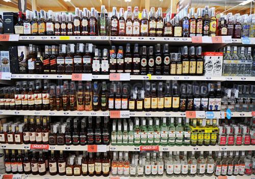 Çocuklara alkol satan Türk marketine ceza
