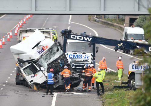 İngiltere'yi yasa boğan kaza: 8 ölü, 4 yaralı!
