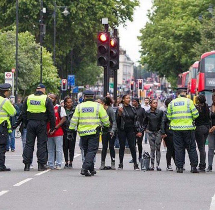 Londra'da  polisler kamera ile görev yapacak