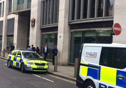 Londra'da 7. kattan düşen adam öldü