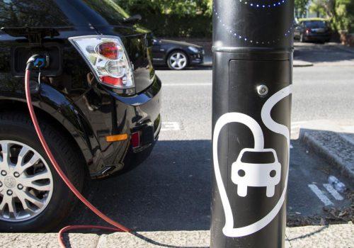 """Londra'da """"elektrikli araç şarj noktaları"""" 2018'de iki kat artacak"""