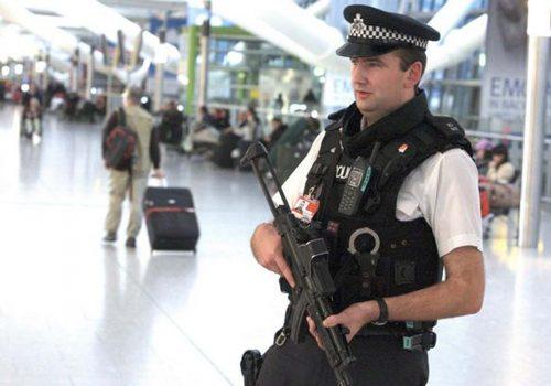İngiltere havaalanında terör şüphelisine gözaltı