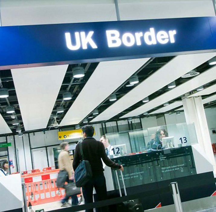 İngiltere'ye girişte kart doldurma zorunluluğu kalkıyor