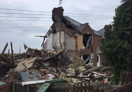 Gaz patlaması evi harabeye çevirdi: 1 yaralı