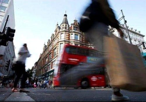 İngiltere'de zayıf tüketici harcamaları büyümeyi frenledi