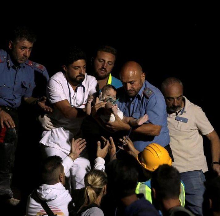 Deprem sonrası 7 aylık bebek enkaz altından sağ çıkarıldı