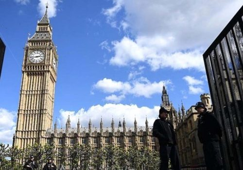 Londra'da şüpheli çanta alarmı