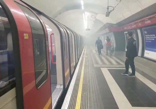 Londra'da metro istasyonunda yangın!