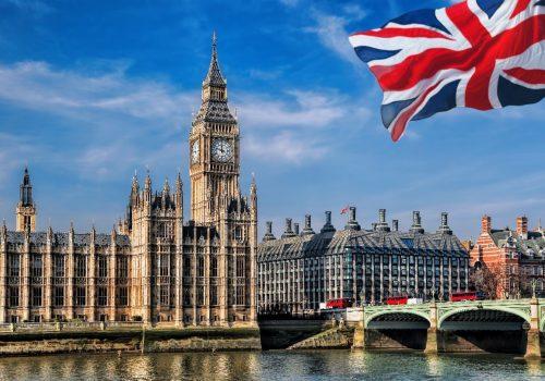iPhone X satın almak için İngiltere'de kaç saat çalışmak gerekiyor?