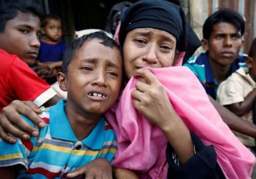 Myanmar hükümeti Londra'da protesto edildi