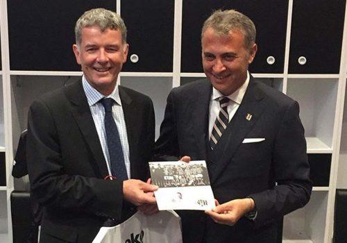 İngiltere Büyükelçisi Moore, Beşiktaş kongre üyesi oldu