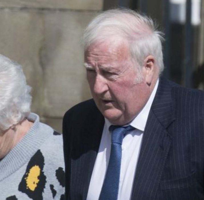 Olay çıkartan emekli çifte 4 bin sterlin para ceza