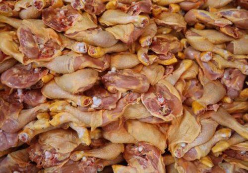 İngiltere'de tarihi geçmiş tavuk etleri piyasaya sürülüyor