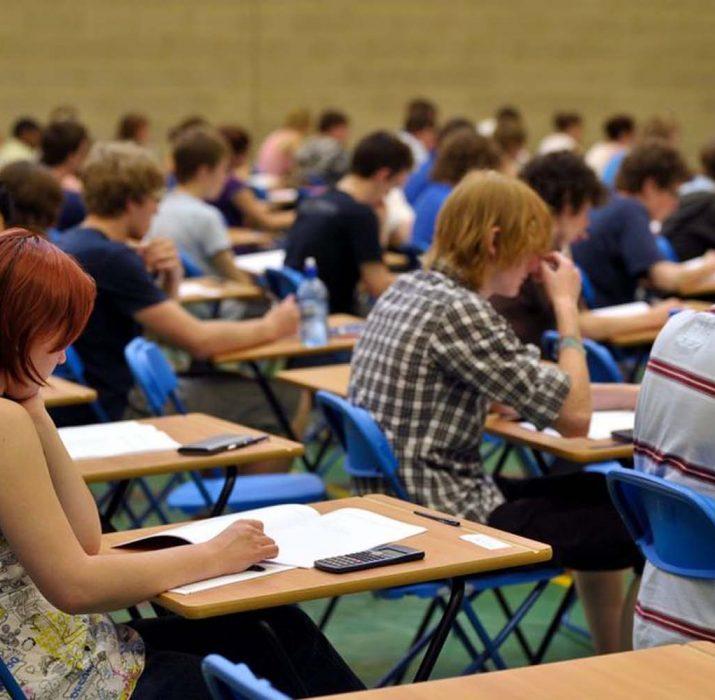 GCSE ve A-Levels sınav notlarını öğretmenler belirleyecek